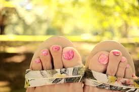 フットネイルはピンクが人気可愛いデザインまとめ2019春