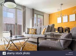 Stilvolles Modernes Wohnzimmer Einrichtung In Weißen Und