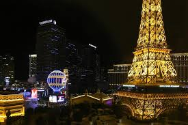 dining with eiffel tower view. eiffel tower restaurant in las vegas dining with view r