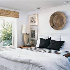 White Wall Bedroom Decorating Ideas