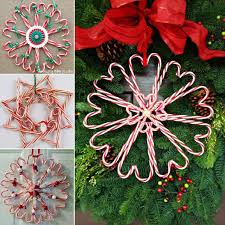 Christmas Decorations With Candy Canes Wonderful DIY Christmas Candy Cane Wreath 14