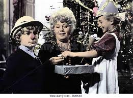 slew of people. who slew auntie roo? mark lester, shelley winters of people