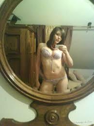 Peituda gostosa se exibindo de lingerie Safadas na Web