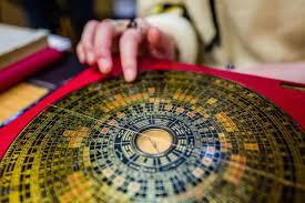 feng shui. PROPERTY INSIDE \u2013 Orang Sering Berpikir Bahwa Feng Shui Adalah Cara Mengatur Rumah Yang Mengandung Banyak Misteri. Bentuk Seni Dan Ilmu