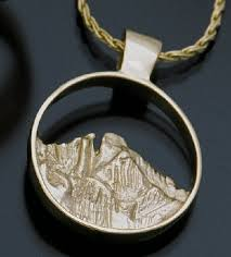 14k yellow gold pendant featuring one of colorado s most distinctive 14 ers peaks over 14 000 feet longs peak is the highest peak