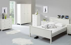 Simple White Bedroom White Bedroom Furniture Set Ideas To Make It Look Good Laredoreads
