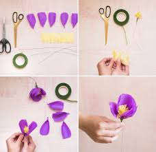 How To Make A Flower Out Of Tissue Paper Step By Step Diy Tissue Paper Flower Piñata