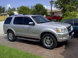 2006 ford explorer tires size