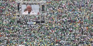 Resultado de imagem para papa francisco na praia