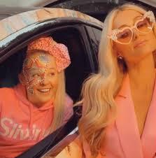 2020 best seller rainbow 8 inch large christmas jojo siwa bows hair accessories wholesale. Paris Hilton Jojo Siwa Swap Looks In New Video Etcanada Com