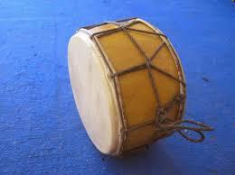 Dengan memukul alat pemukul ke arah membran atau selaput berupa kulit hewan. 73 Alat Musik Tradisional Yang Dipukul Lengkap