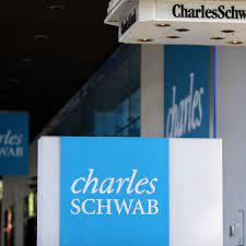 Schwab Stock Has 'Considerable Momentum ...