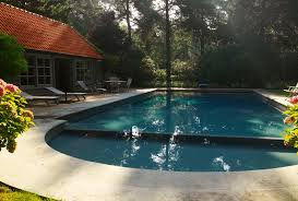 Outdoor Structures: What's a Pool House?