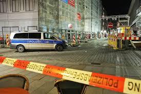 Dem täter wurde in 2019 der status als flüchtling aberkannt, da er mehrere straftaten begangen hat. Messer Mord In Dresdner Innenstadt Polizei Sperrt Strassen Und Sichert Spuren Tag24