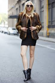 1 this faux fur jacket is amazing and has a vintage look because of the brown shades that go from light to dark brown and the best thing you can