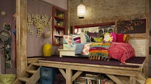 Good Luck Charlie comes back this Sunday, girls! Are you excited? The  episode will be all about the Duncan's home, which has been taken over by  termites.
