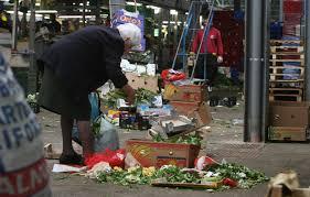 Risultati immagini per immagini di famiglie povere