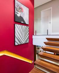 Como conseguir o cabelo vermelho cereja. Duo Arquitetura E Design A Parede Lateral Dessa Escadaria Recebeu Uma Pintura Na Cor Cereja Que Serve De Pano De Fundo Para Essa Composicao De Quadros Super Despojada Autoria