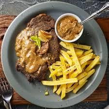 Resep dan cara membuat steak ayam yang enak bahan steak ayam adalah tepung terigu secukupnya (saya pakai segitiga biru). Resep Steak Daging Sapi Empuk Bumbu Saus Cara Membuat Steak Daging Sapi Sederhana Ala Restoran Askcaraa