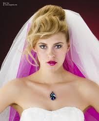 Bruidslook Met Gekleurde Sluiers