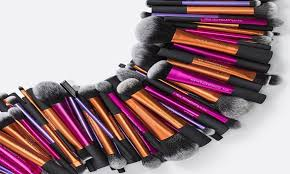 10 must have makeup tools and how to