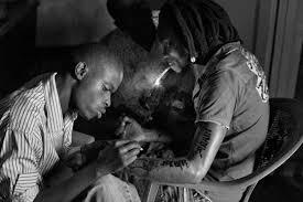 the corridor gibiroso hamadaelrasam negnzi alliy a 23 year old l paint s a tattoo depects the rwandan