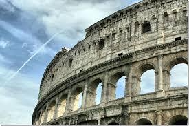 Римский Колизей Гигант из прошлого Долгое время Колизей был для жителей Рима и приезжих главным местом увеселительных зрелищ таких как бои гладиаторов звериные травли морские сражения