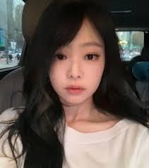 Jennie Kim ผมดำ กบหนามาปดขาง