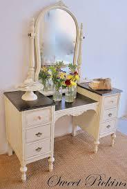 amazing retro vanity table with best 20 vintage vanity ideas on home furnishings vintage makeup