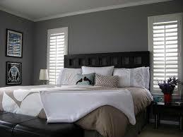 gray wall decor bedroom