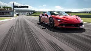 Ferrari celebra 60 años de existencia en el mercado con un amplio recorrido por los modelos y circuitos que han dado nombre a la escudería italiana. Sf90 Stradale Media Test Drive Tofm