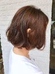 ふんわり毛先に動きを付けたフレンチボブ 流行りのヘアスタイルです