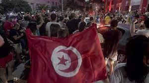 إعلام الإمارات والسعودية.. احتفاء واسع بانقلاب تونس واستماتة لإنجاحه