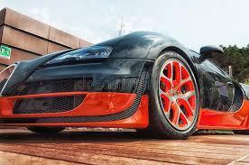 Quem conhece o bugatti veyron e o devel sixteen sabe que esses dois carros são incrivelmente potentes. Preto E Laranja De Bugatti Veyron Imagem Editorial Imagem De Roda Moderno 33950635