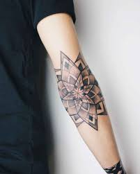 тату мандала 30 креативных и уникальных идей дизайна для стильных
