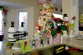 Kitchen Table Christmas Centerpieces Kitchen Table Christmas Christmas Kitchen Decorating Ideas With