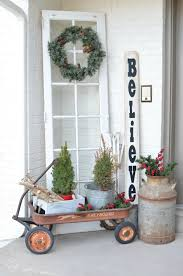 Cozy rustic outdoor christmas decoration ideas Porch House Beautiful 50 Best Outdoor Christmas Decorations Christmas Yard Decorating Ideas