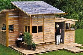 The Pallet House by I-Beam Design Costs Only $75 and Uses Spare Wooden  Pallets