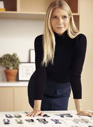 A tall, wafer thin, delicate beauty, gwyneth kate paltrow was born in los angeles, the daughter of noted producer and director bruce paltrow and. Estas Son Las 14 Prendas Que Gwyneth Paltrow Cree Que Necesitas En Tu Armario