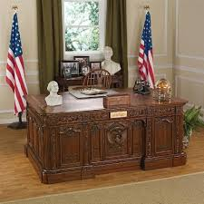 desk in the oval office. Fine Desk Oval Office Presidentsu0027 HMS Resolute Desk With In The S