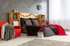 Moderne Stilvolle Design Der Geräumigen Schlafzimmer Graue Wände