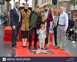 LOS ANGELES, CA - 10 dicembre 2015: il regista Ron Howard & moglie Cheryl,  figlia Bryce Dallas Howard & famiglia a Howard cerimonia stella sulla  Hollywood Walk of Fame Foto stock - Alamy