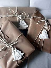 Beautiful Christmas Gift Wrap Of Linen And LaceBeautiful Christmas Gift Wrap
