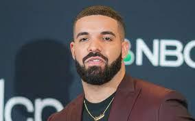 Drake wird von einem Fan angezeigt