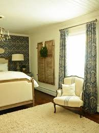 traditional blue and white bedroom