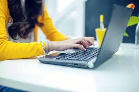 woman hands on laptop 58beda355f9b58af5c5e10c5