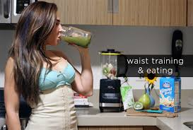 you eat while wearing a waist trainer