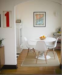 Rug Under Round Kitchen Table Rug Under Dining Table Round Kitchen
