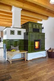 Der Klassische Grüne Kachelofen Mit Modernster Technik