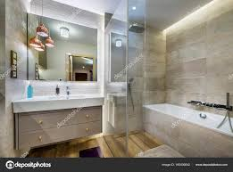 Moderne Badezimmer Mit Holzboden Stockfoto Jacekkadaj 160430642